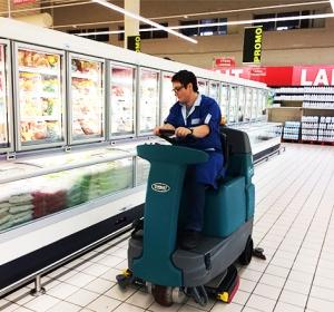 Nettoyage rayon magasin à l'autolaveuse